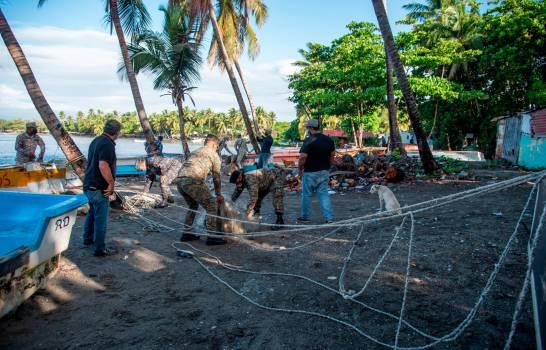 Medio Ambiente decomisa redes de pesca en playas Palenque