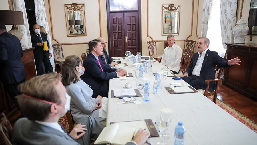 Canciller se reúne con subsecretario de EEUU con el ánimo de asegurar infraestructura de telecomunicaciones