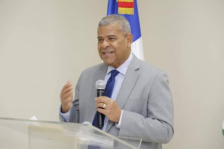 Castillo Lugo felicita a empleados públicos en Día de San Valentín