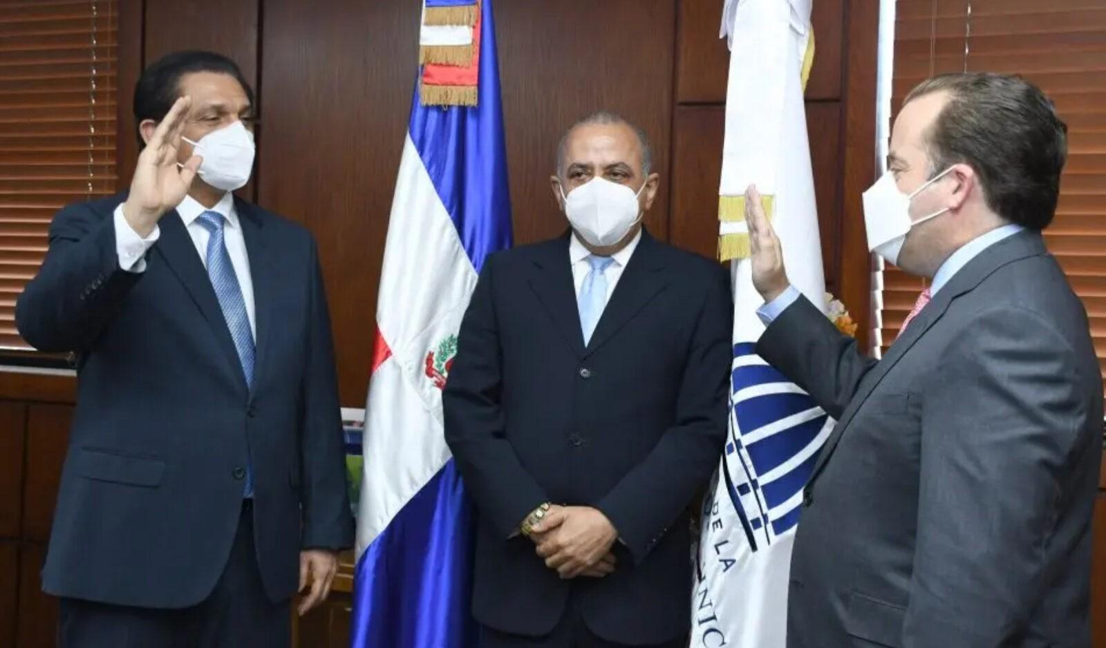 Paliza juramenta a Daniel Rivera como nuevo ministro de Salud Pública