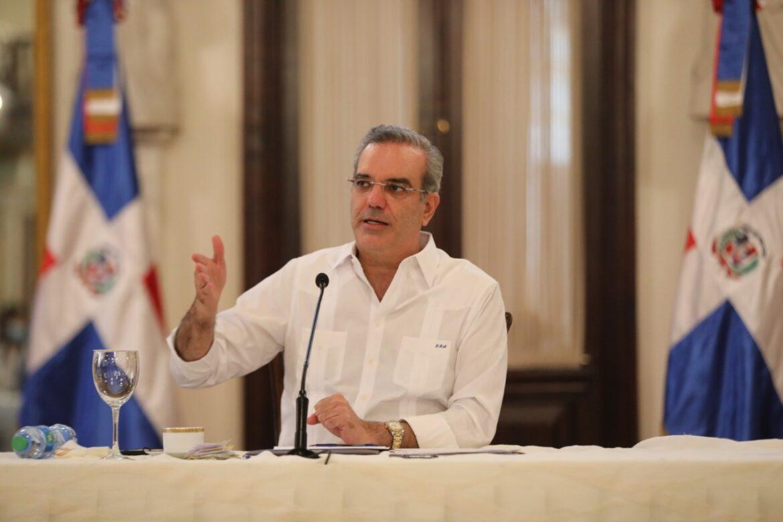 Abinader asegura solución a juntas de vecinos de SDO sin importar militancia partidaria