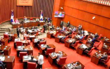 Senado aprueba contrato de suministro de más vacunas Pfizer