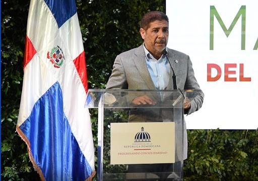 Limber Cruz Ministro de Agricultura informó que trabaja con la Asociación Dominicana de Avicultura para fomentar el sector sin afectar los precios del consumidor