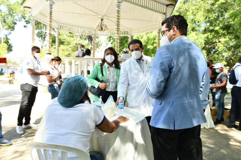 Ministro de Salud realiza recorrido de supervisión en Dajabón y Villa Vásquez