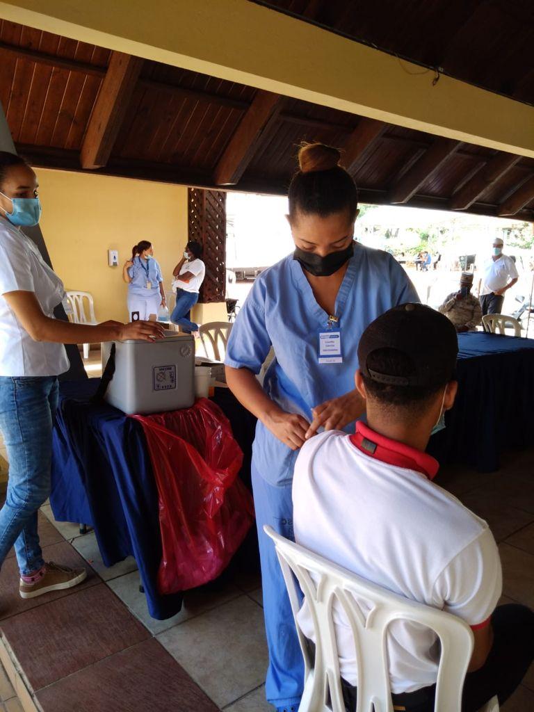 Banreservas habilita 12 centros de vacunación contra el covid-19