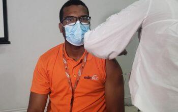Edesur realiza jornada de vacunación contra el COVID-19 para sus colaboradores y familiares