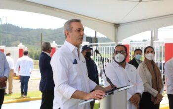 Gobierno reanuda construcción acueducto de Tireo y entrega centro tecnológico