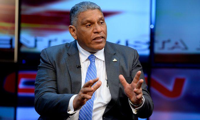 Jesús (Chu) Vásquez Martínez ministro de Interior y Policía informó dijo que el presidente Luis Abinader analizan el caso de 280 mil haitianos que tienen vencido su permiso en el país