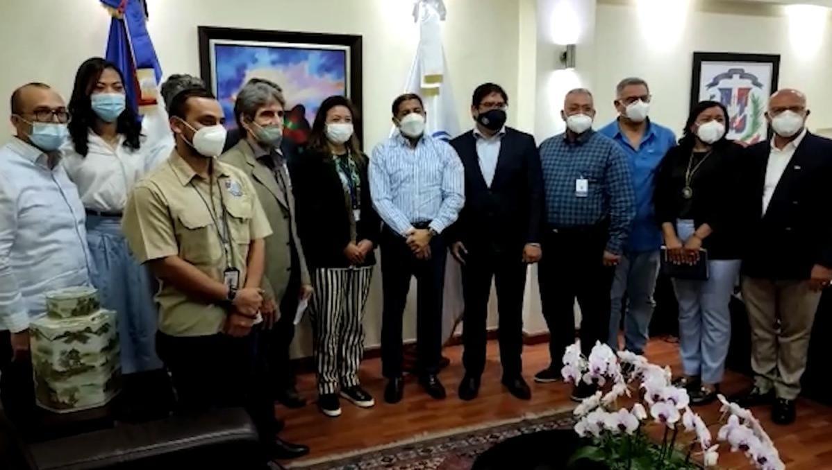 El ministro de Agricultura, Limber Cruz, recibió en su despacho la misión técnicos de FAO, OIRSA y OIE  especialistas en crisis sanitaria animal de organismos internacionales