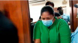 Dictan año de prisión preventiva contra madre acusada de quemar su hija