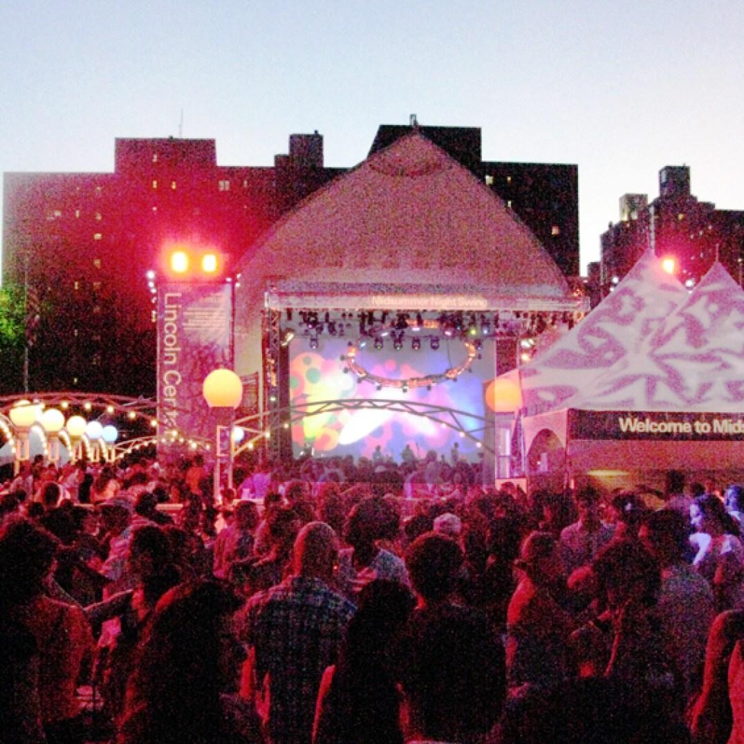 """Fabulosa noche en la plazoleta del Lincoln Center 'Midsummer Night Swing"""" (Foto Nabuco)"""