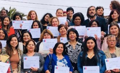 Oficina de la Mujer realiza certificación a participantes de programas