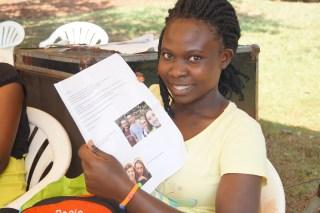 Judith mit einem Brief ihrer Paten