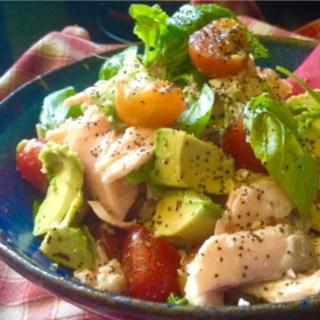 avocado tomato and salmon salad