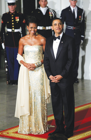 President Barack Obama and first lady Michelle Obama wait to welcome India's Prime Minister Manmohan Singh and his wife Gursharan Kaur to the State Dinner at the North Portico of the White House in Washington on Nov. 24. (Photo by Charles Dharapak/AP)