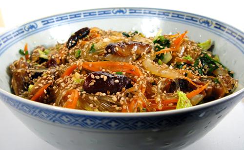 http://i2.wp.com/nwasianweekly.com/wp-content/uploads/2013/32_06/food_japchae.JPG?resize=500%2C309