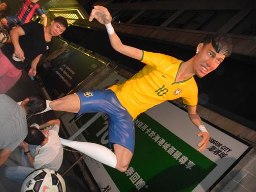 http://i2.wp.com/nwasianweekly.com/wp-content/uploads/2014/33_30/blog_neymar.JPG?resize=500%2C375