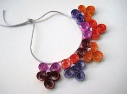 DIY Paper Flower Necklaces in autumn colors (five)