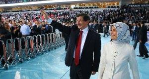 sare-davutoğlu-ak-parti-kongre-selamlama
