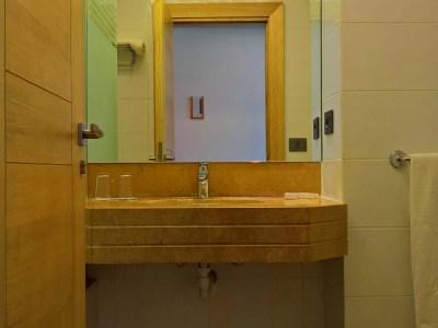 Oakland Hotel - Rayfoun, Lebanon - Deluxe Rooms Bathroom 1