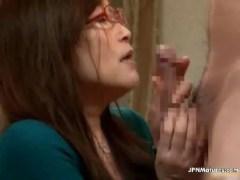 昭和の還暦の豊満巨乳ばばあが性欲を抑えられず近所の男の男根を咥えるセックス熟女動画画像無料