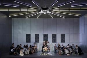 Emily Newton (Anna Nicole) und Opernchor  ©Thomas M. Jauk / stage picture