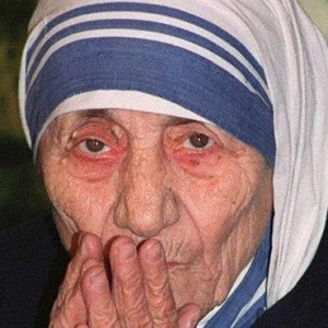 BLESSED TERESA OF KOLKATA, FOUNDER OF THE MISSIONARIES OF CHARITY, IS PICTURED IN A 2002 PHOTO. BRAZILIAN FATHER ELMIRAN FERREIRA SANTOS, PASTOR OF OUR LADY OF APARECIDA PARISH IN SAO PAULO, BELIEVES PRAYERS TO BLESSED TERESA FOR A PARISHIONER WITH BRAIN TUMORS LED TO A POSSIBLE MIRACLE. (CNS PHOTO/THOMAS CHENG, EPA)