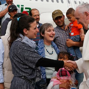 POPE FRANCIS GREETS SYRIAN REFUGEES HE BROUGHT TO ROME FROM THE GREEK ISLAND OF LESBOS, AT CIAMPINO AIRPORT IN ROME APRIL 16, 2016. THE POPE CONCLUDED HIS ONE-DAY VISIT TO GREECE BY BRINGING 12 SYRIAN REFUGEES TO ITALY ABOARD HIS FLIGHT. / PHOTO: CNS PHOTO/PAUL HARING