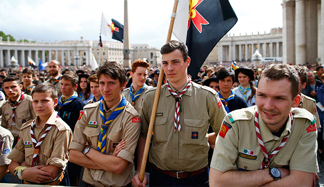 ITALIAN SCOUTS WAIT FOR THE ARRIVAL OF POPE FRANCIS APRIL 24 TO CELEBRATE A MASS FOR THE YOUTH JUBILEE IN ST. PETER'S SQUARE AT THE VATICAN. / PHOTO: CATHOLIC NEWS SERVICE