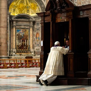 A PRIEST HEARS CONFESSION FROM POPE FRANCIS DURING A PENITENTIAL LITURGY IN ST. PETER'S BASILICA AT THE VATICAN. / PHOTO: CATHOLIC NEWS SERVICE