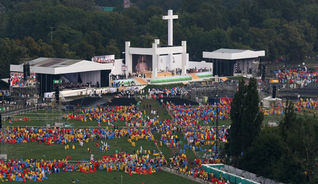 GENERAL VIEW OF PILGRIMS IN KRAKOW, POLAND, WAITING FOR THE OPENING MASS OF WORLD YOUTH DAY IN BLONIA PARK JULY 26. MARIUSZ CIARKA, SPOKESMAN FOR POLAND'S WARSAW-BASED POLICE HEADQUARTERS, SAID POLISH POLICE HAVE RAISED THE OFFICIAL THREAT LEVEL IN KRAKOW AFTER AN IRAQI MAN WAS ARRESTED WITH TRACES OF EXPLOSIVES. (CNS PHOTO/PAWEL SUPERNAK, EPA)