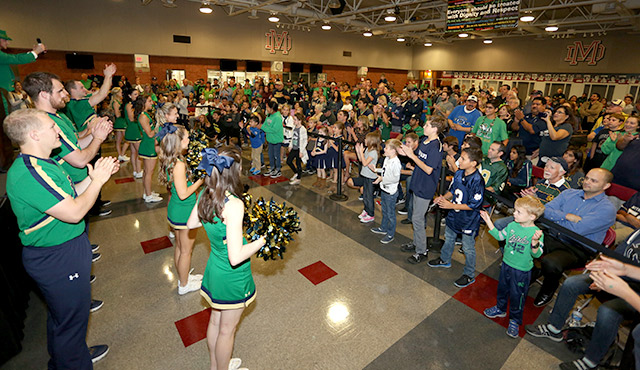 NOTRE DAME CLUB OF O.C. HOLDS ROUSING PEP RALLY ON MATER DEI CAMPUS / PHOTO: CHALLENGE RODDIE