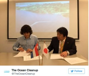 Slat and Tsushima Island mayor Yasunari Takarabe signed a mutual agreement for the pilot program. picture: Boyan Slat TWitter