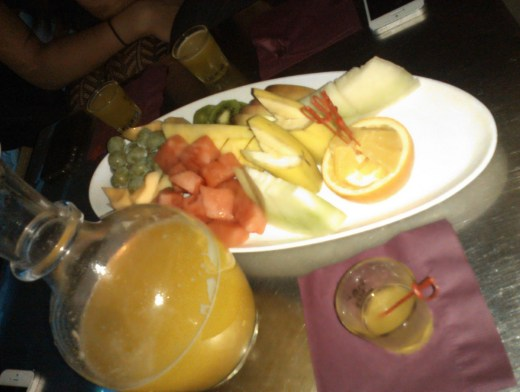 mango soju with fruit platter in ktown