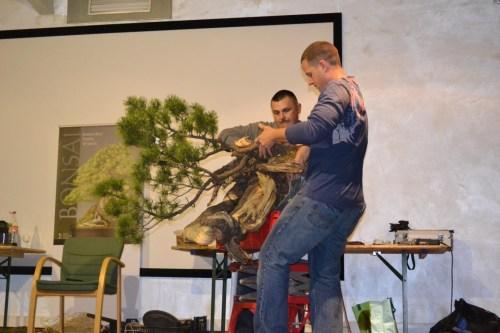 Michael assisting Ryan Neil at Noelanders Trophy XIII 2012