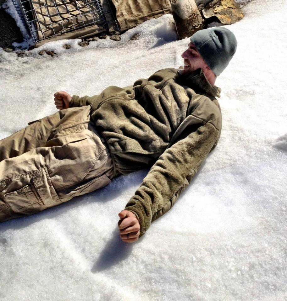 Afghanistan: A U.S. Soldier Sends Home a Snow Angel  (2/2)