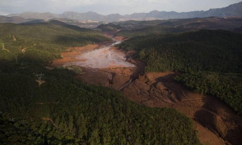 Caminho percorrido pela lama no rompimento das duas barragens Felipe Dana / AP