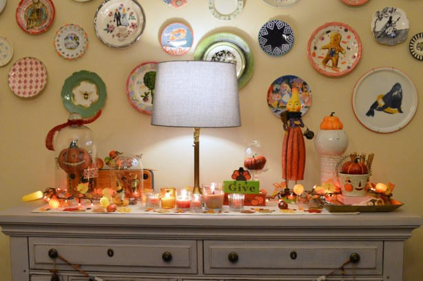 thanksgiving-decor-ideas-friendsgiving-table-and-wall-decorations-from-oh-julia-ann-11