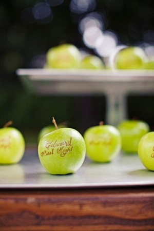 Apple Seating Cards 300x450 Wedding Details: Escort Cards and Place Cards