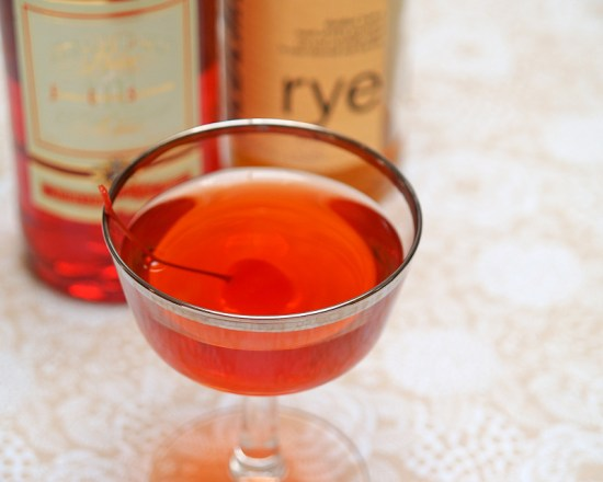 Cocktail Friday Boulevardier 14 550x440 Friday Happy Hour: The Boulevardier (aka: The Bittersweet Manhattan)