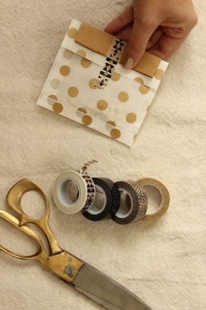 DIY New Years Eve Favors OSBP 8 DIY Tutorial: Cheeky New Years Eve Party Favors + Printable Tags