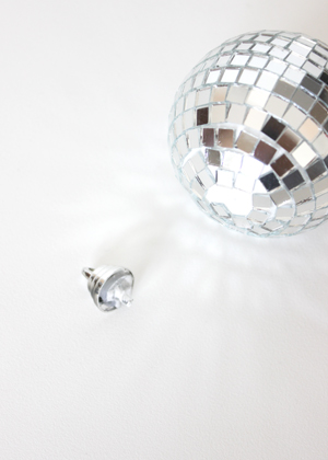 disco ball succulent place card 2 DIY Tutorial: Mini Disco Ball Place Cards