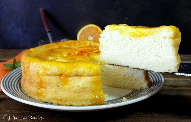 Tarta esponjosa de yogur con almíbar de naranja