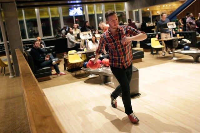 Paul Cunningham bowls at Dust Bowl. (Garett Fisbeck)