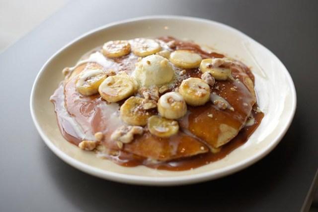 Bananas Foster pancakes (Garett Fisbeck)