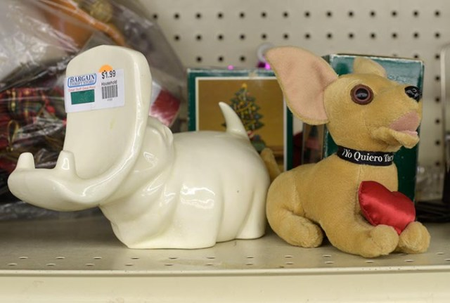 Hippo cardholder and Taco Bell dog at Bargain Thrift (Garett Fisbeck)