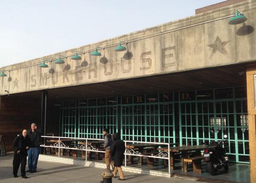 ニューヨーク  アストリア  The Strand Smokehouse (ストランド・スモークハウス)