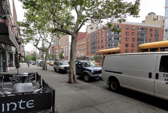 ニューヨークのPatricia Field (パトリシア・フィールド)店舗前の道