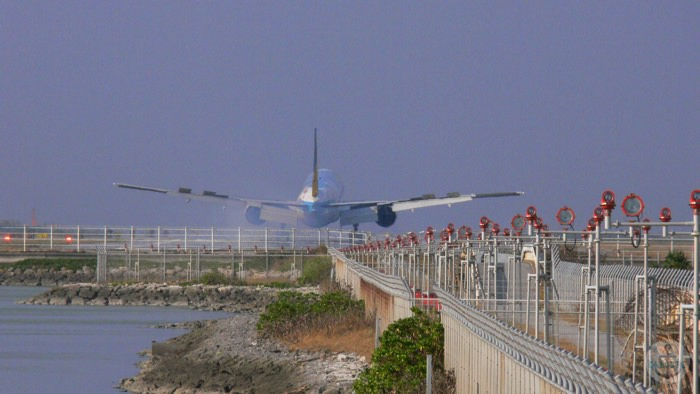 瀬長島から見える飛行機