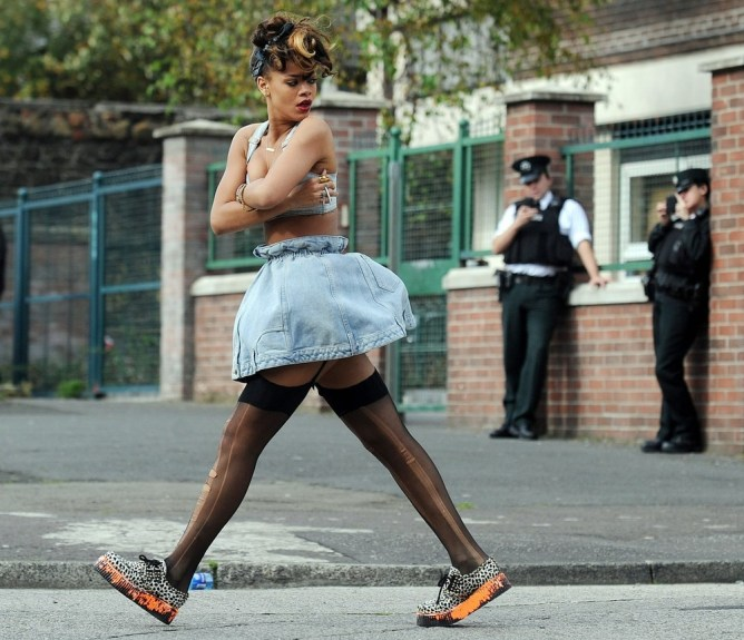 September 27, 2011: Pop star Rihanna causes a stir as she arrives on the set of her new music today in the New Lodge area of Belfast, Northern Ireland. Credit: INFphoto.com Ref: infir-03
